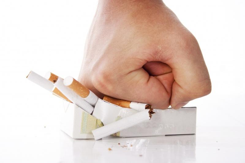 Van het roken van cannabis (blowen) word je high of stoned.