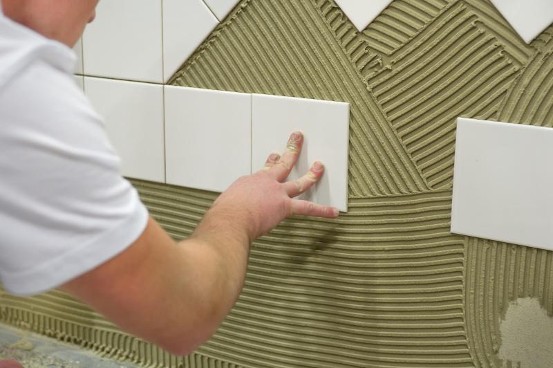 Wildverband Tegels Badkamer : Zelf een badkamer maken vloerverwarming en vloertegels leggen
